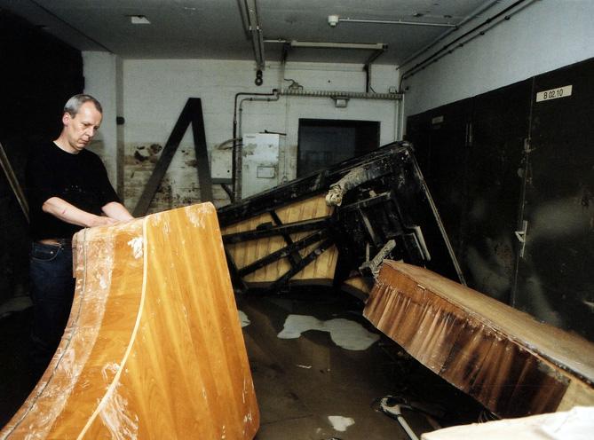 Hochwasser--Semperoper-Instrumentenlager
