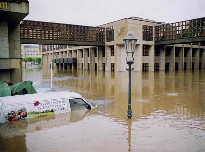 Hochwasser-Semperoper-Verwaltungsbau-for-web