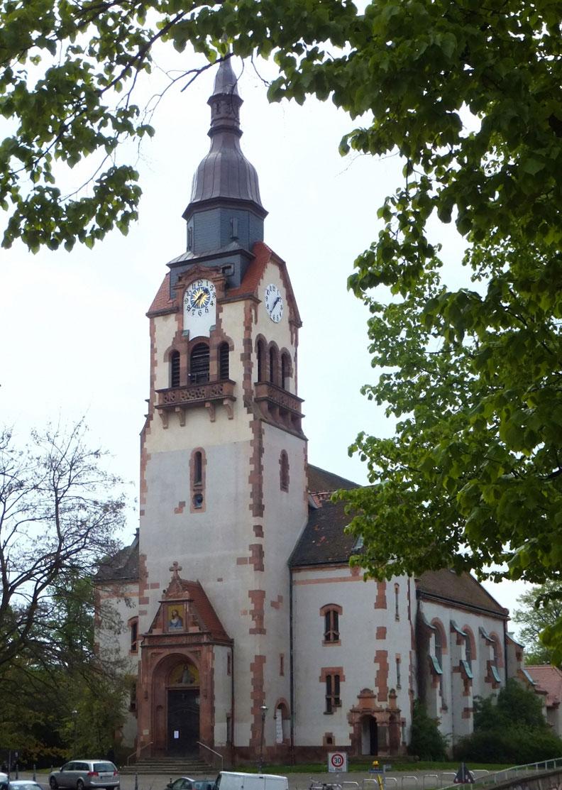 Paul-Gerhardt-Kirche-aussen-for-web