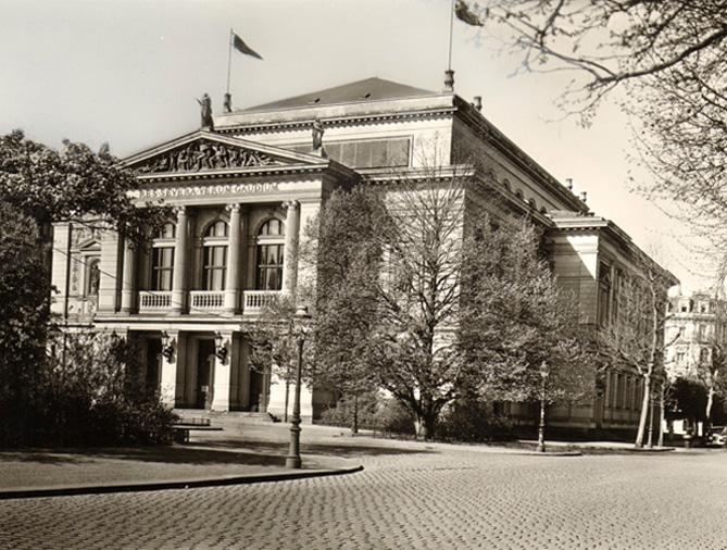 Gewandhaus-Aussenansicht-30er-Jahre-for-web