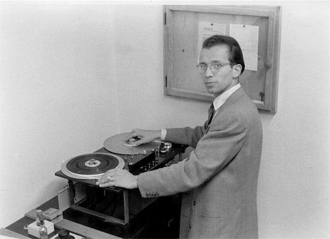 Gerhard Steinke an einem Magnetbandgerät, Ende der 1940er JahreFoto: Archiv Gerhard Steinke