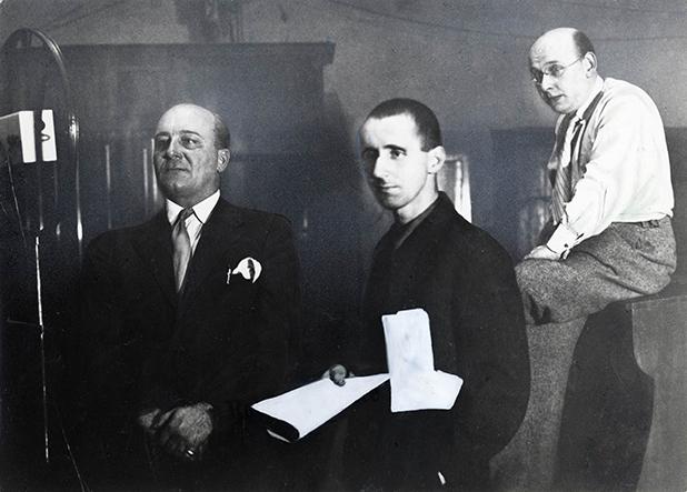 Erik Wirl, Bertolt Brecht und Hanns Eisler während der Aufnahmesitzung im Studio von Homocord, Dezember 1930 c Foto: Archiv Jürgen Schebera, Berlin