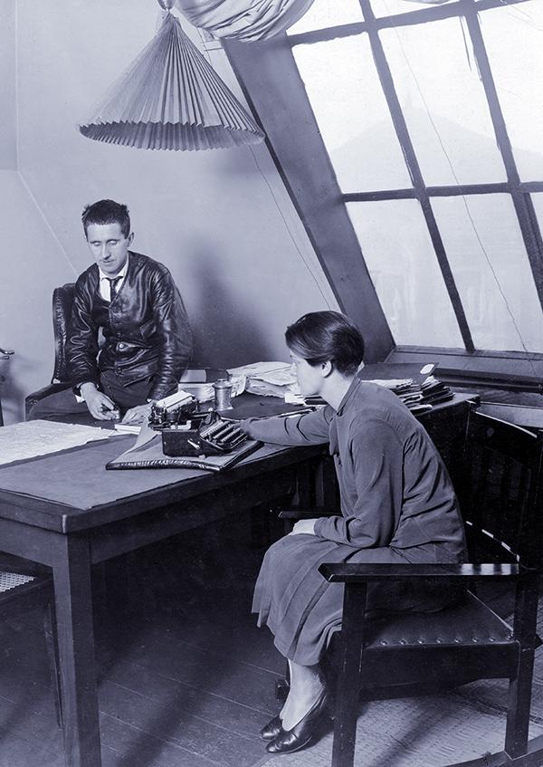 Bertolt Brecht mit seiner Mitarbeiterin Elisabeth Hauptmann, 1928 c  Foto: Aus dem Booklet
